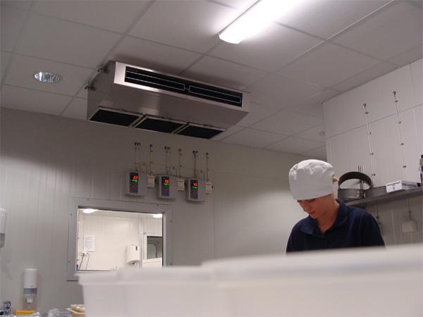Instalacion bomba de calor Mitsubishi unidad interior techo PCA-71HAQ